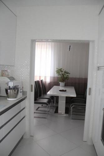 Проходная кухня в квартире на Донецкой